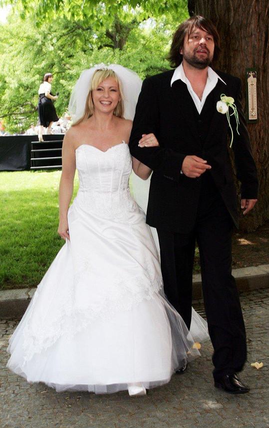 S druhou manželkou Ivetou Bartošovou (2008). Vydrželo jim to dva roky.
