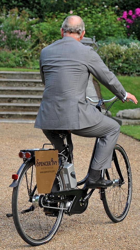 Princ dokázal, že mu jízda na kole není cizí.