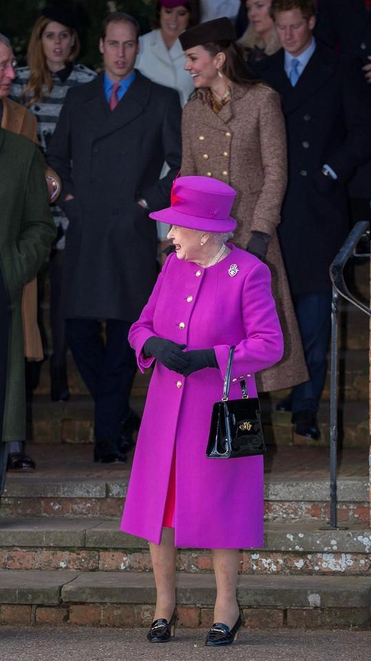 Královna Alžběta II. proslula pestrobarevnými modely.