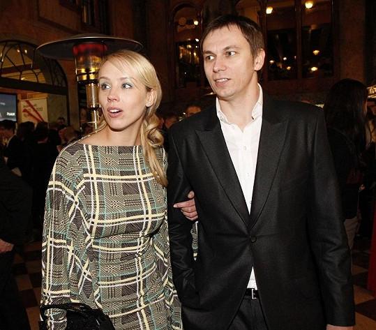 Režisér v minulosti chodil s herečkou Petrou Hřebíčkovou.