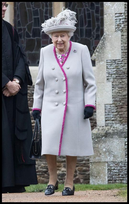 S britskou královnou Alžbětou II. cestoval i do Sandringhamu, kde připravoval vánoční tabuli. Na snímku královna během loňských Vánoc.