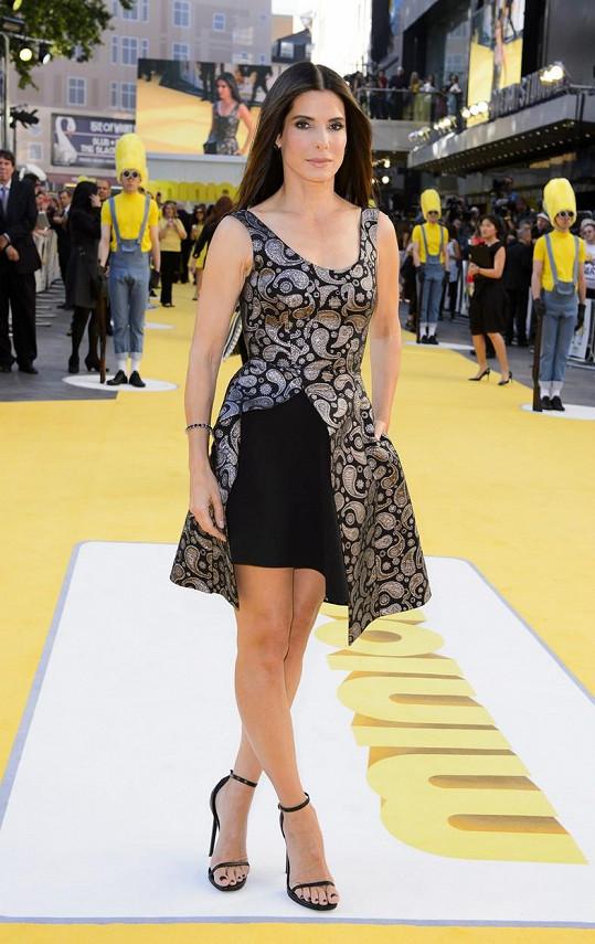 Sandra Bullock na premiéře animováného filmu Mimoni