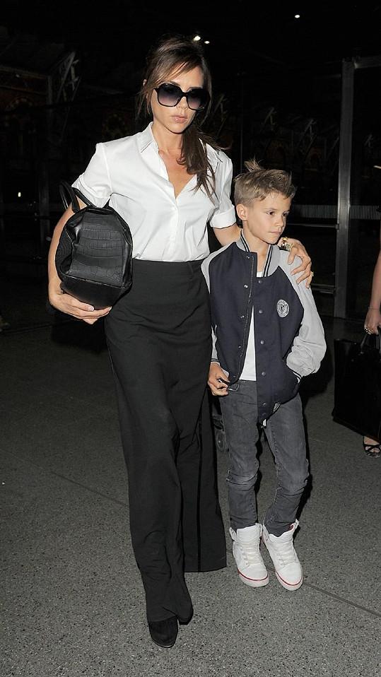 Victoria Beckham a její roztomilý syn Romeo v Londýně.