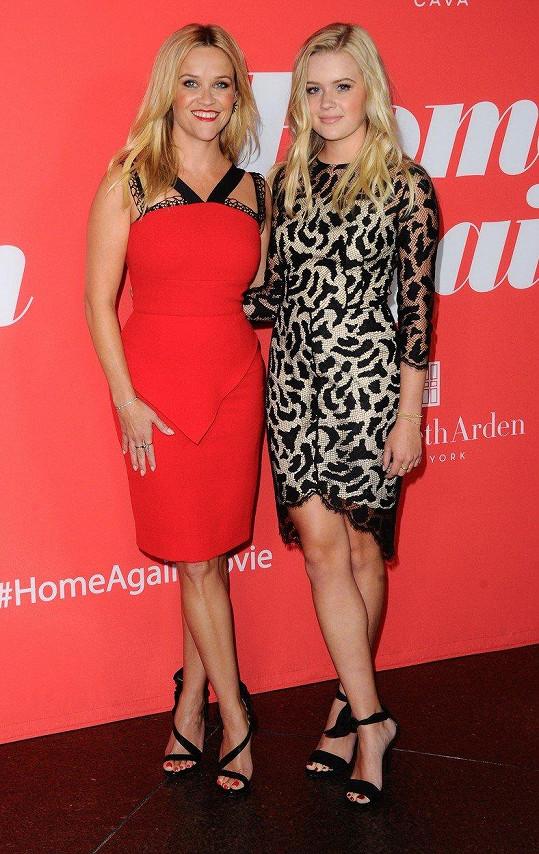 Reese Witherspoon se na premiéře pochlubila dcerou Avou.