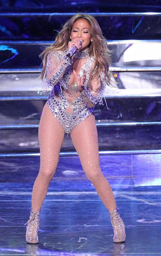 Jennifer Lopez má stále sexy postavu.