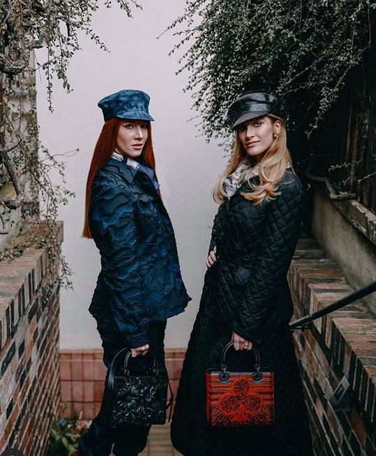 Fotila spolu s kamarádkou a kolegyní Nikol Kouklovou Heřmánkovou.
