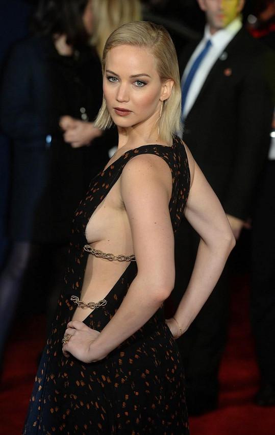 Jennifer Lawrence poodhalila ňadra.