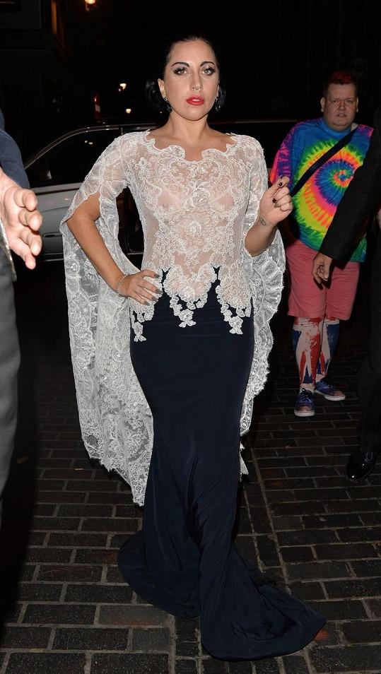 Lady Gaga v odvážném outfitu