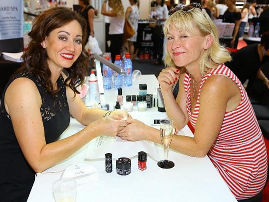 Dana Batulková na kosmetickém veletrhu