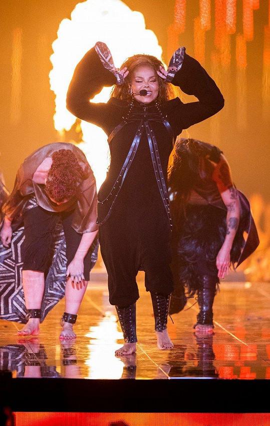Na pódiu předvedla pěkně žhavé vystoupení.