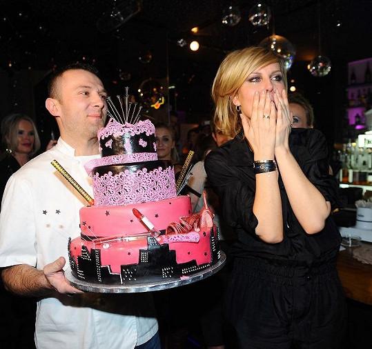 Simona plakala dojetím a to ji ještě čekal dort.