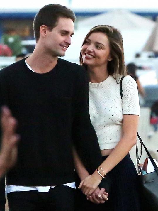 Miranda Kerr je zamilovaná do miliardáře Evana Spiegela.