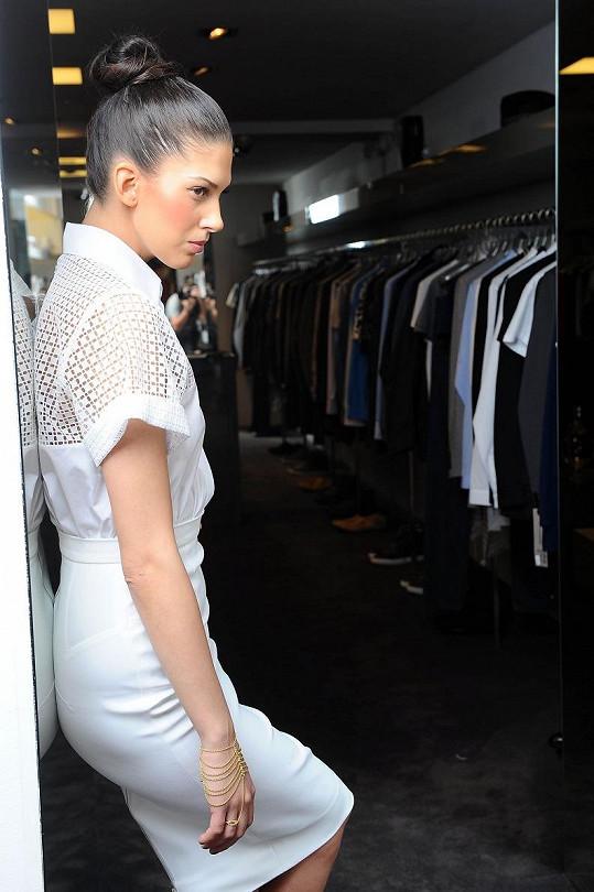 I v bílém modelu vypadala Aneta skvostně.