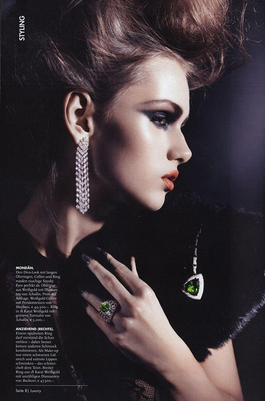 V reklamě na šperky.