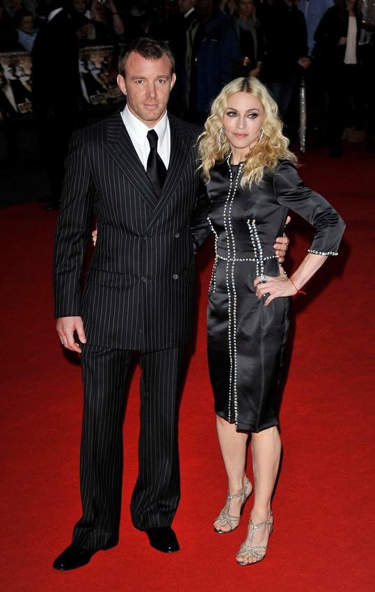 Madonna a Guy Ritchie na premiéře jeho filmu RocknRolla (2008)