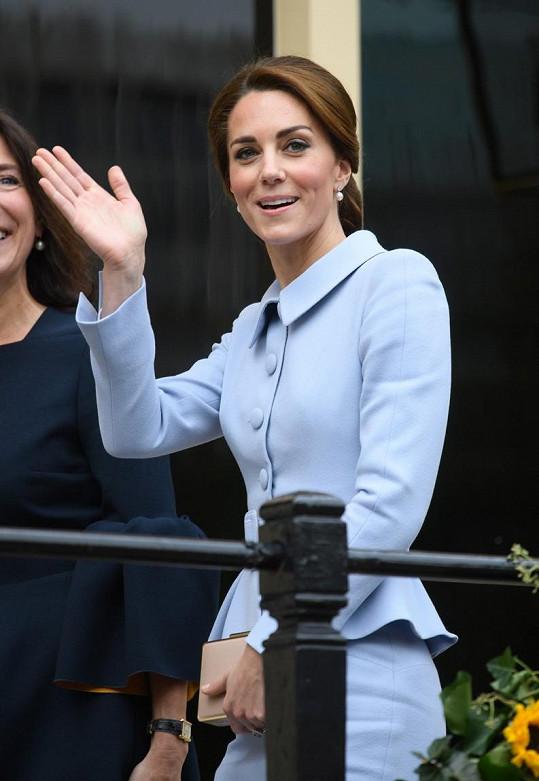 Kate si v perfektně padnoucím kostýmku v Holandsku ostudu rozhodně neuřízla.