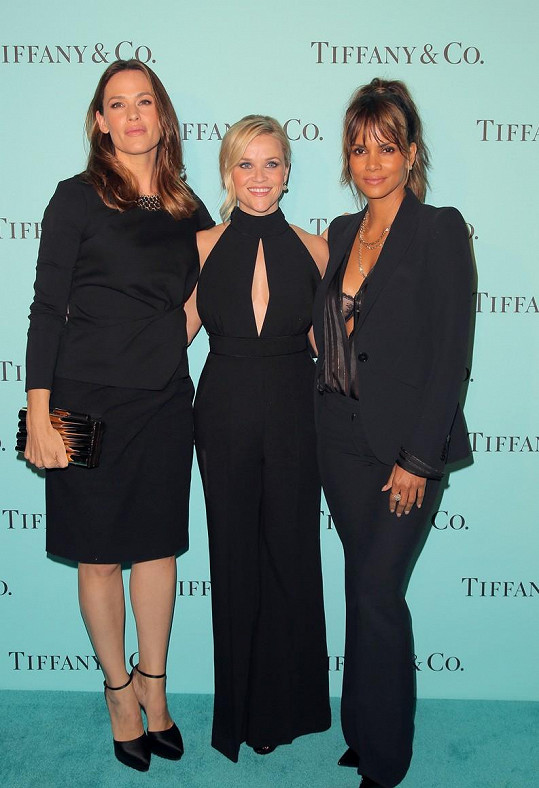 Jennifer Garner, Reese Witherspoon a Halle Berry jako tři dámy v černé