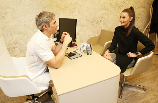 Nikol během konzultace se svým ošetřujícím lékařem