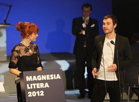 Marek Šindelka, který dostal cenu za nejlepší prózu díky sbírce povídek Zůstaňte s námi, je důkazem toho, že i spisovatel může být pohledný mladý muž.