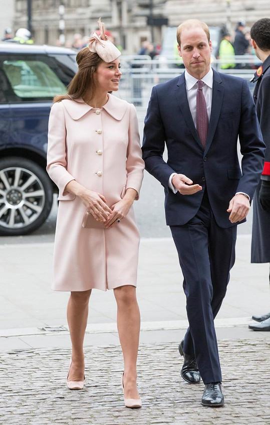 Williama doprovodila jako vždy bezchybně sladěná manželka Catherine.