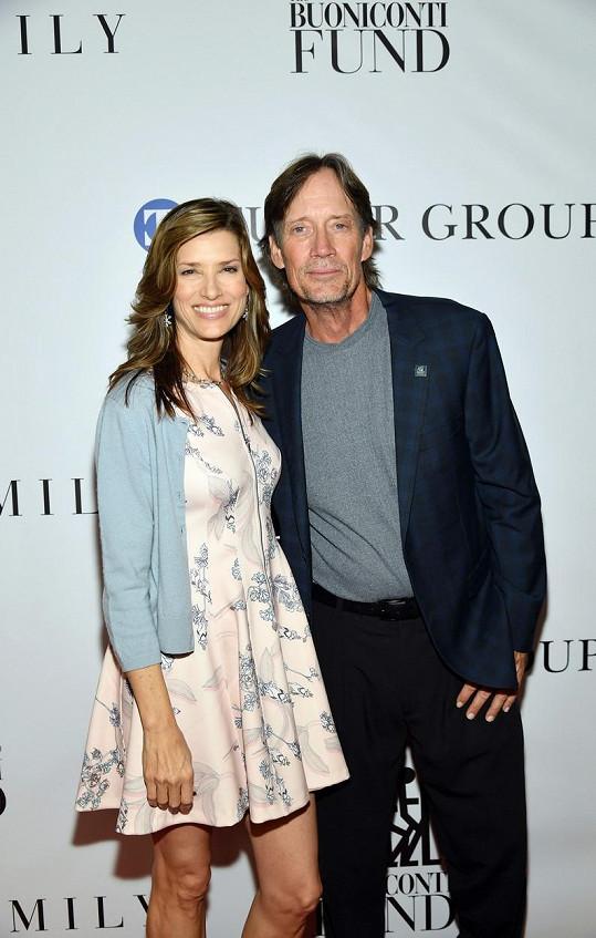 S manželkou Sam se seznámil na natáčení Herkula. V roce 1998 se vzali a mají spolu tři děti.