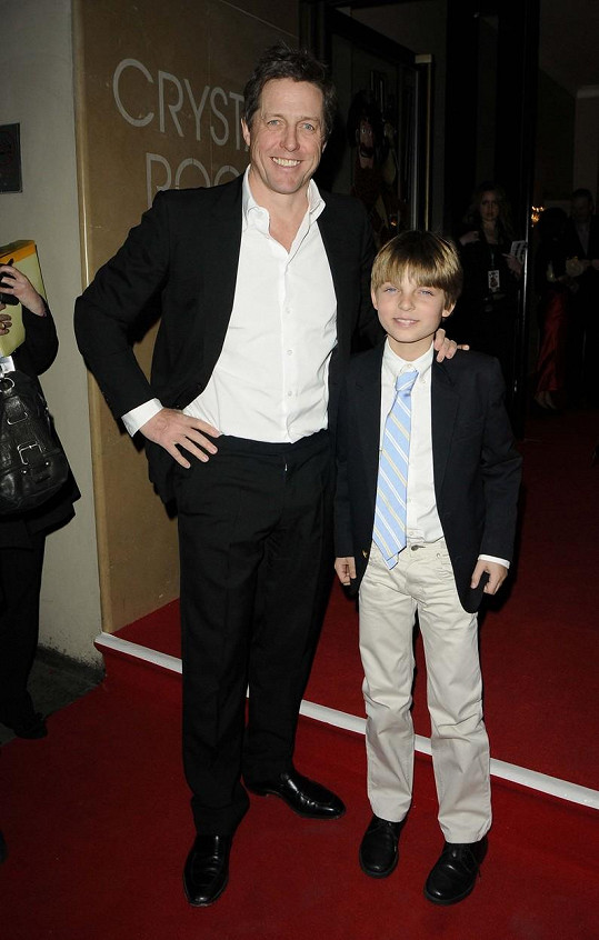 Hugh je kmotrem Damiana Hurleyho, syna Elizabeth, se kterou zůstali i po rozchodu blízcí přátelé.