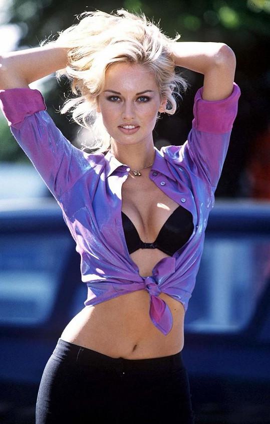 Adriana v době největší slávy, kdy byla tváří značky Wonderbra.