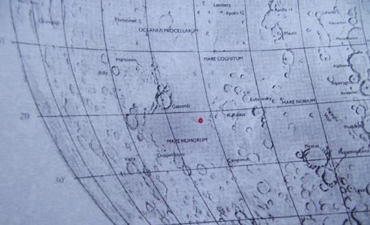 Právě v této části Měsíce je pozemek Jiřiny Bohdalové.