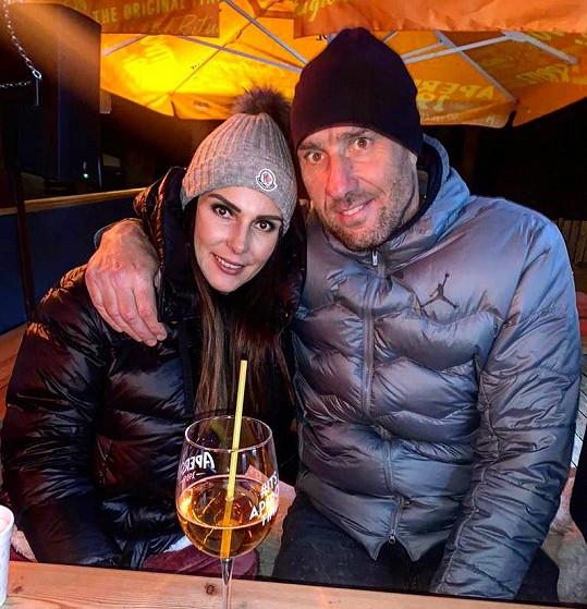 Jan Koller má po svém boku novou lásku, brunetku Zuzanu.