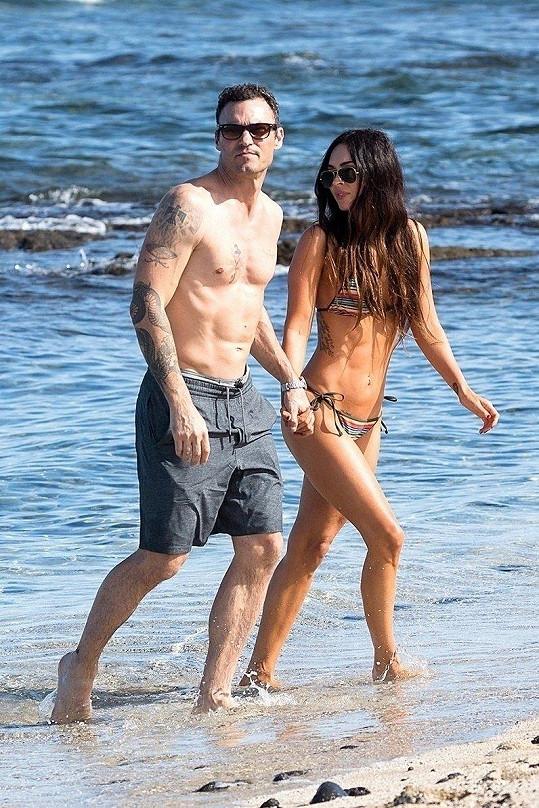 Vyrazili na Havaj, kde se před osmi lety vzali.