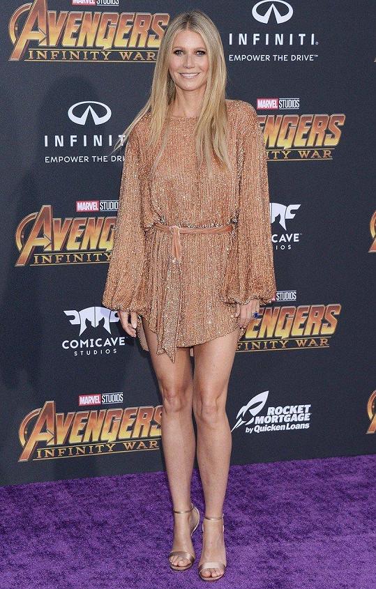 Na premiéře filmu Avengers: Infinity War ukázala nohy.