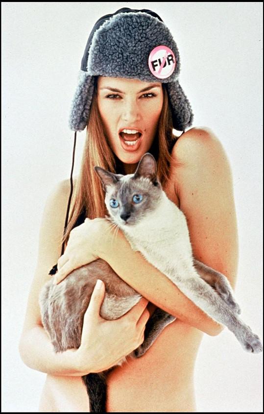 V roce 1994 nafotila snímky pro PETU.