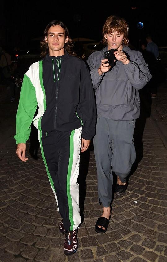 Model si letos vzal na Ibize svého partnera Fernanda Casablancase.