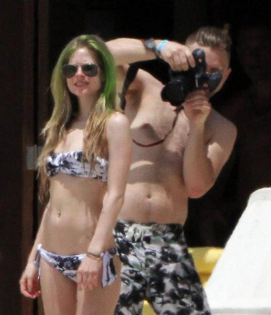 Sexy Avril Lavigne na Bahamách.