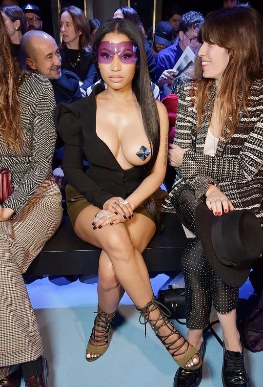 Nicki Minaj v první řadě na módní show v Paříži