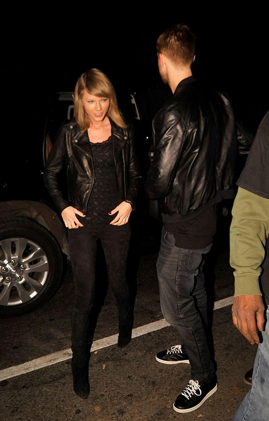 Dvojice navštívila noční podnik ve West Hollywoodu.