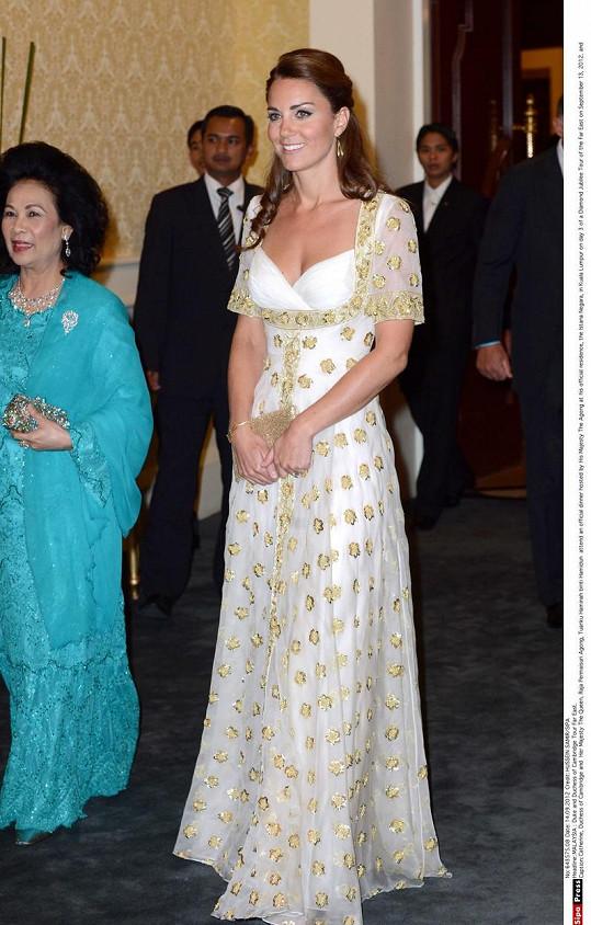 Róbu vévodkyně oblékla už v roce 2012 při návštěvě Malajsie.