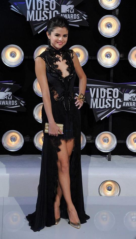Okouzlující zpěvačka a herečka Selena Gomez.