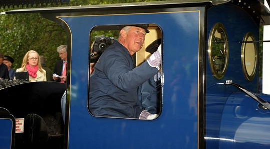 Princ Charles řídil i lokomotivu.