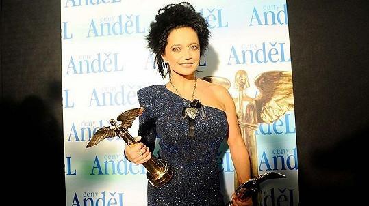 Lucie Bílá získala Anděla za nejlepší zpěvačku roku 2010 a také za nejlepší zpěvačku dvacetiletí. Sbírku cen má ohromnou.