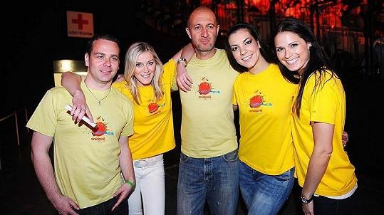Tým moderátorů Snídaně s Novou na charitě Chceme žít s vámi.