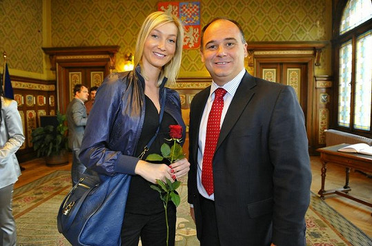 Dominika Mesarošová pletla hlavu starostovi Náchoda Janu Birkemu