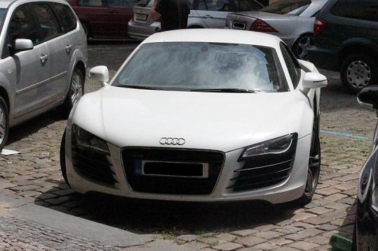 Audi R8 Leoše Mareše řídí převážně Hanka Svobodová.