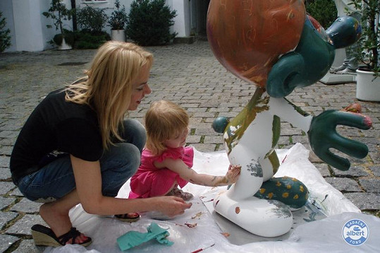 Dagmar Havlová se svou prvorozenou vnučkou Sofií.