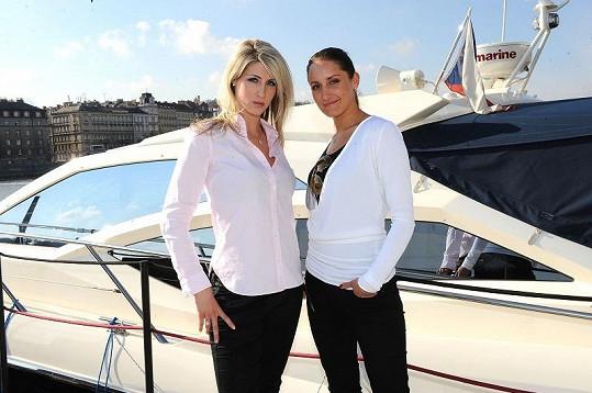 Sestřička roku Petra Hladíková s návrhářkou Dominikou Sedláčkovou, od níž také Nikol mívá šaty.