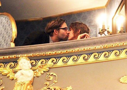 Tereza Voříšková při líbačce s milencem