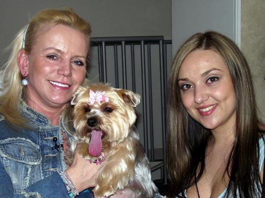 Krampolová s Žanetkou a její kadeřnicí.