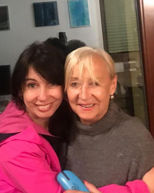 """""""Vím, že to se mnou neměla lehké a stále nemá. Obdivuju ji za spoustu věcí. Jsem ráda, že jsem si ji vybrala za maminku,"""" napsala Nela Boudová."""