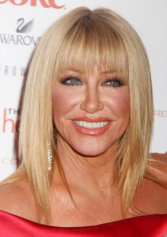 Blonďatá herečka na svůj věk rozhodně nevypadá.