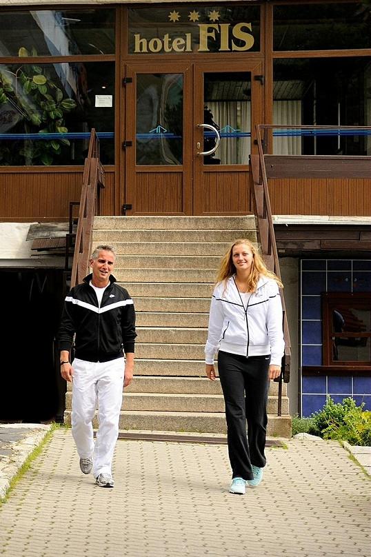 Petra Kvitová se svým kondičním trenérem a fyzioterapeutem Jozefem Ivankem.